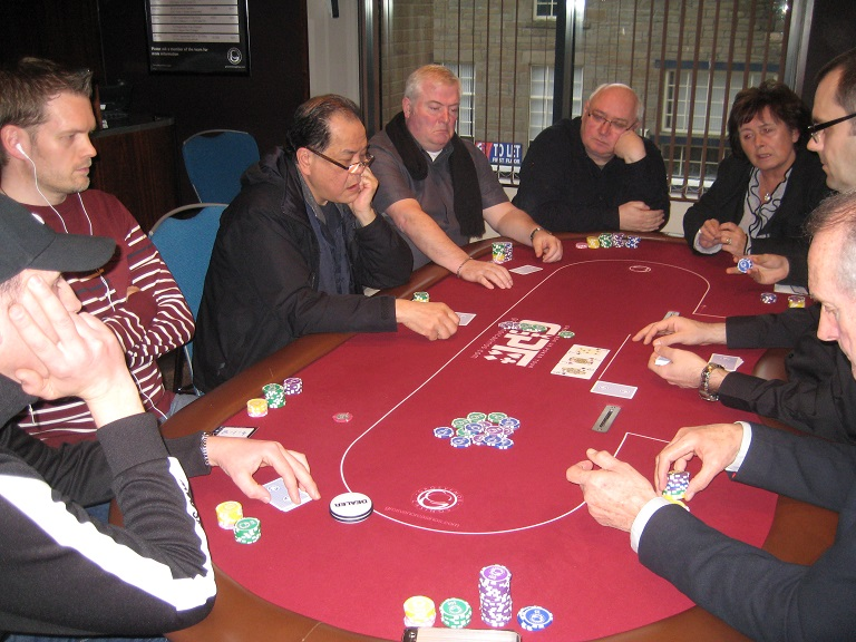 25 25 series dundee flight b level 1 50 100 for 12 seater poker table
